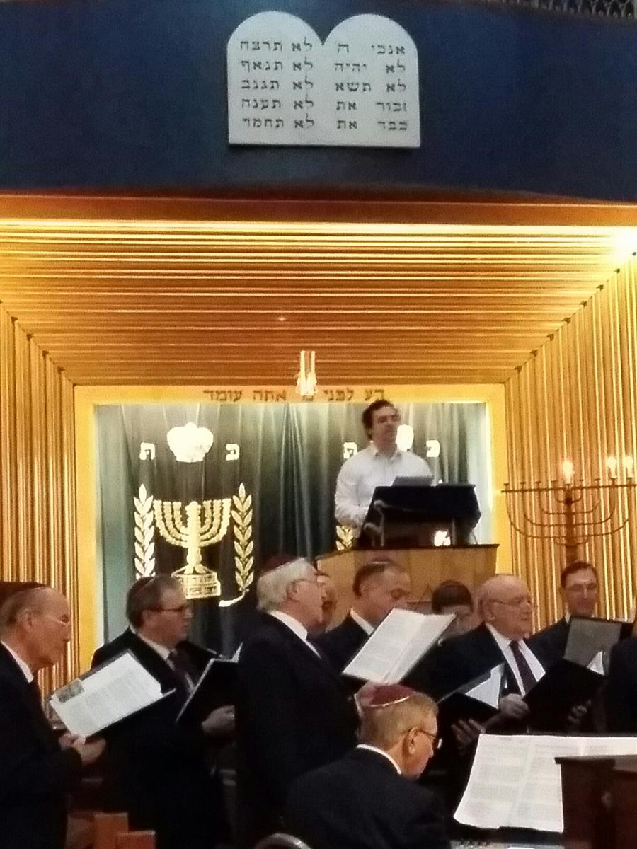 A Cantorial Candle Lighting at Wembley   United Synagogue